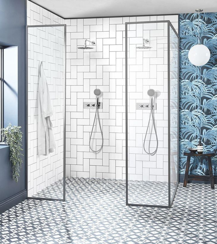 Wessex shower system lifestyle SVSET97 no glass reflection2
