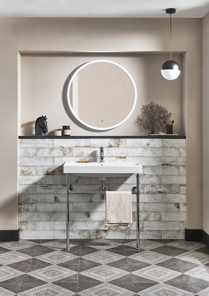 Washstand with Frame 800 lifestyle V2